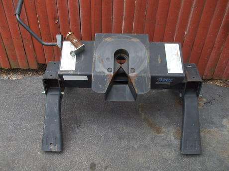 5Th Wheel Hitch For Sale >> For Sale Reese 16k Fifth Wheel Hitch The Batavian