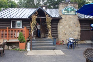 log_cabin_restaurant_16.jpg