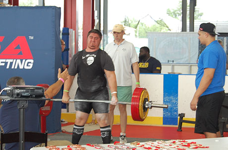 Teen powerlifter from Darien shatters records at regional